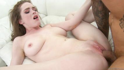 У девки с утра чешится пизда и она соблазняет сожителя на перепих