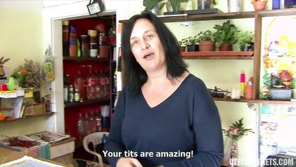 Пикапер разводит на секс продавщицу в цветочном магазине