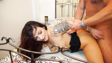 Измена жене на съемной квартире с татуированной любовницей