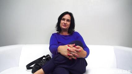 47 летняя баба пришла на кастинг, пришлось сосать член и трахаться